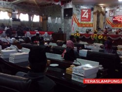 Sidang Paripurna DPRD Lampung Utara Diwarnai Hujan Interupsi