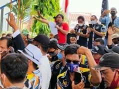 Suasana aksi unjuk rasa GMBI Lampung Utara untuk mendesak pemkab mengusut tuntas dugaan pengemplangan PPJ.