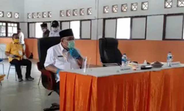 Tony Eka Candra saat mendaftar di KPU Lampung Selatan tanpa ditemani Antoni Imam yang dinyatakan positif Covid-19, Sabtu (5/9/2020).