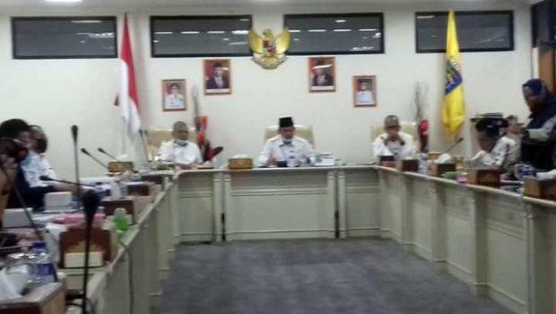 Ketua Komisi II DPRD Lampung, Wahrul Fauzi Silalahi memimpin rapat dengar pendapat (RDP) Komisi II DPRD Lampung soal reklamasi pantai di Bakauheni, Rabu, 7 Oktober 2020.