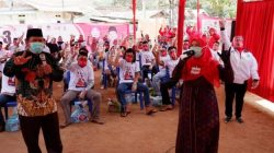Eva Dwiana saat kampanye tatap muka di Kampung Balok, Kelurahan Garuntang, Kecamatan Bumi Waras, Rabu, 21 Oktober 2020.