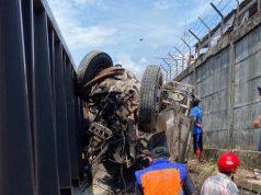 Truk pengangkut semen ringsek setelah menabrak Kereta Api Babaranjang di wilayah Garuntang, Bandarlampung, Sabtu (17/10/2020)/