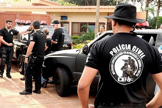 Homem é preso em flagrante por posse irregular de arma de fogo durante operação da Polícia Civil