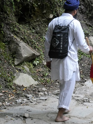 A barefooted pilgrim on the trek to Gangaria and Hemkund, Himalayan India