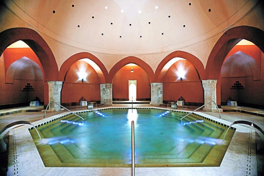 Budapest 7 legolcsóbb fürdője és uszodája, amelyekben télen is csobbanhatunk