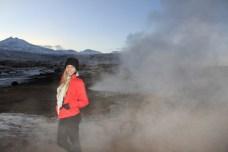 À medida que vai amanhecendo aumenta o vapor de água que sai das crateras