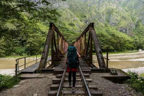 Uma das lindas pontes pela trilha de Hidroelétrica até Aguas Calientes
