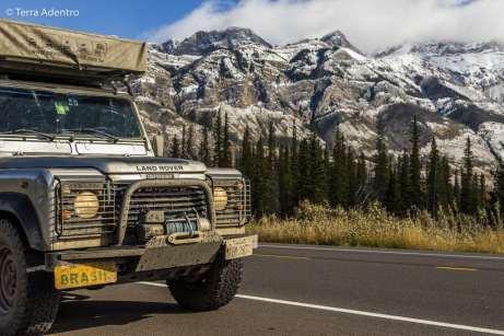 Desacelerando o carro assim que cruzamos os limites do Jasper National Park