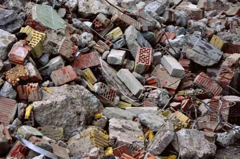 Resíduos perigosos exigem gestão rigorosa nos canteiros