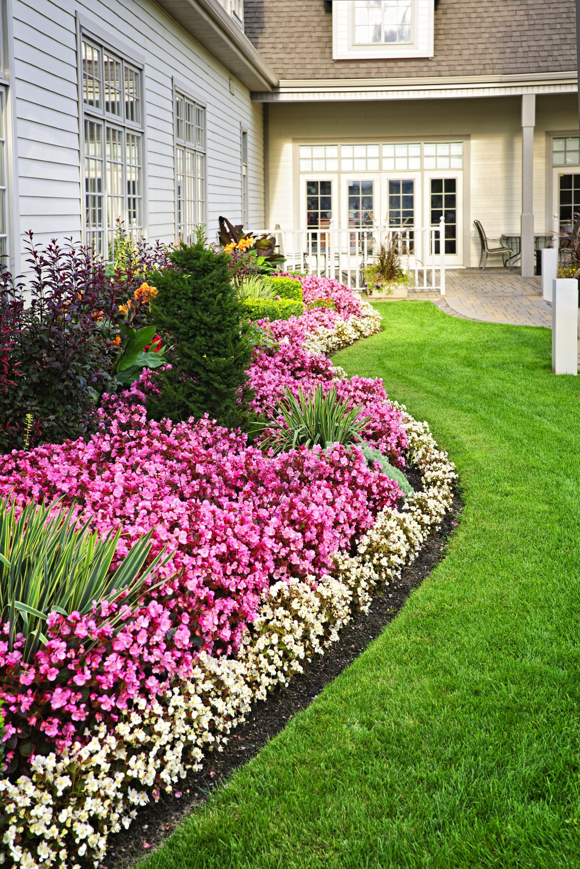 10 Inspirational Residential Landscaping Ideas To Make ... on Landscape Front Yard Ideas  id=79533