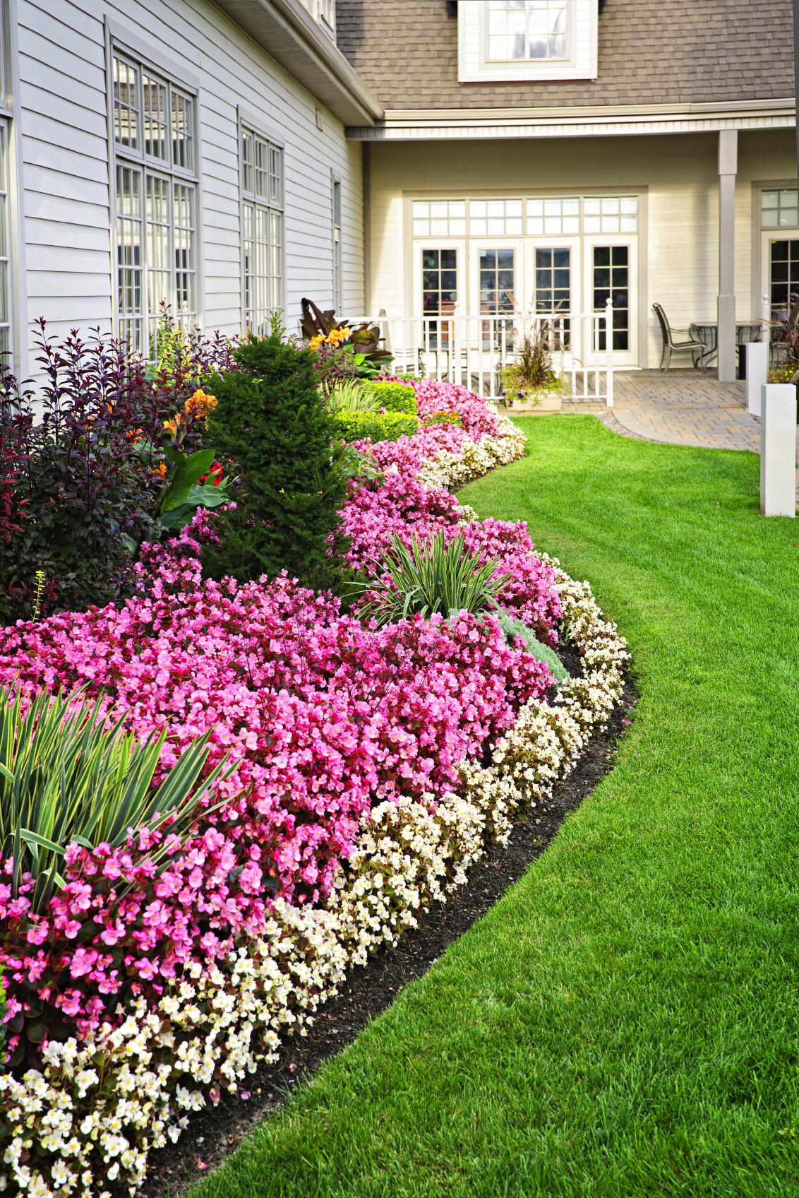 10 Inspirational Residential Landscaping Ideas To Make ... on Landscape Front Yard Ideas id=68846