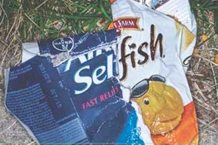 <p>Le propriétaire de ces détritus jetés par terre est qualifié d'«égoïste».</p> - next picture