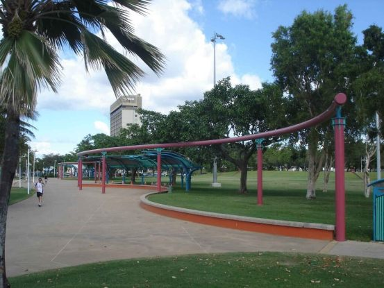 The-Strand--the boulevard and-Strand-Park-tropical Townsville