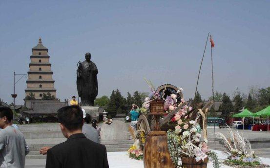 Statue of XuanZang in the square outside the Da Ci'en temple Xian