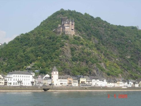 Katz-Castle-overlooking-St.Goarshausen River Rhine Romantic Road tour