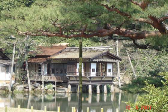 Kenroku-en Park - floating tea house on Kasuma Pond