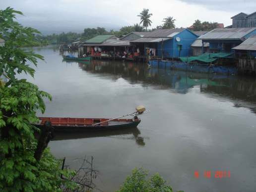 Peaceful river scene, fishing villages along the riverbanks