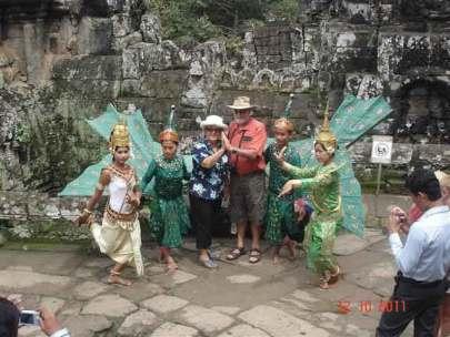 BayonKhymerDancers&Tourists