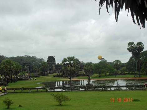 Yellow-balloon View from Angkor Wat to Western Gate Entrance