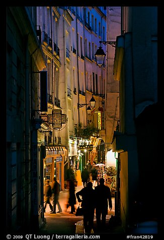 Picture/Photo: Narrow pedestrian street at dusk. Quartier ...