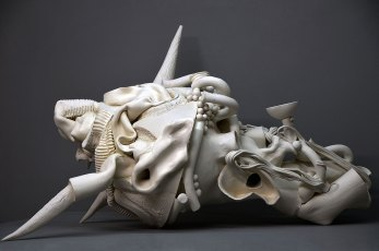 Finding, white clay, 72 x 75 x 60 cm (2015)