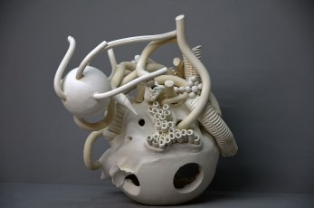 Finding, white clay, 40 x 45 x 40 cm (2015)