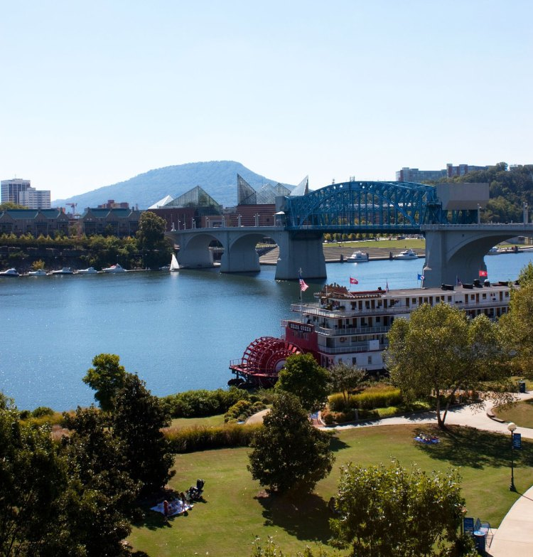 Southern Belle riverboat and Market Street Bridge, Chattanooga