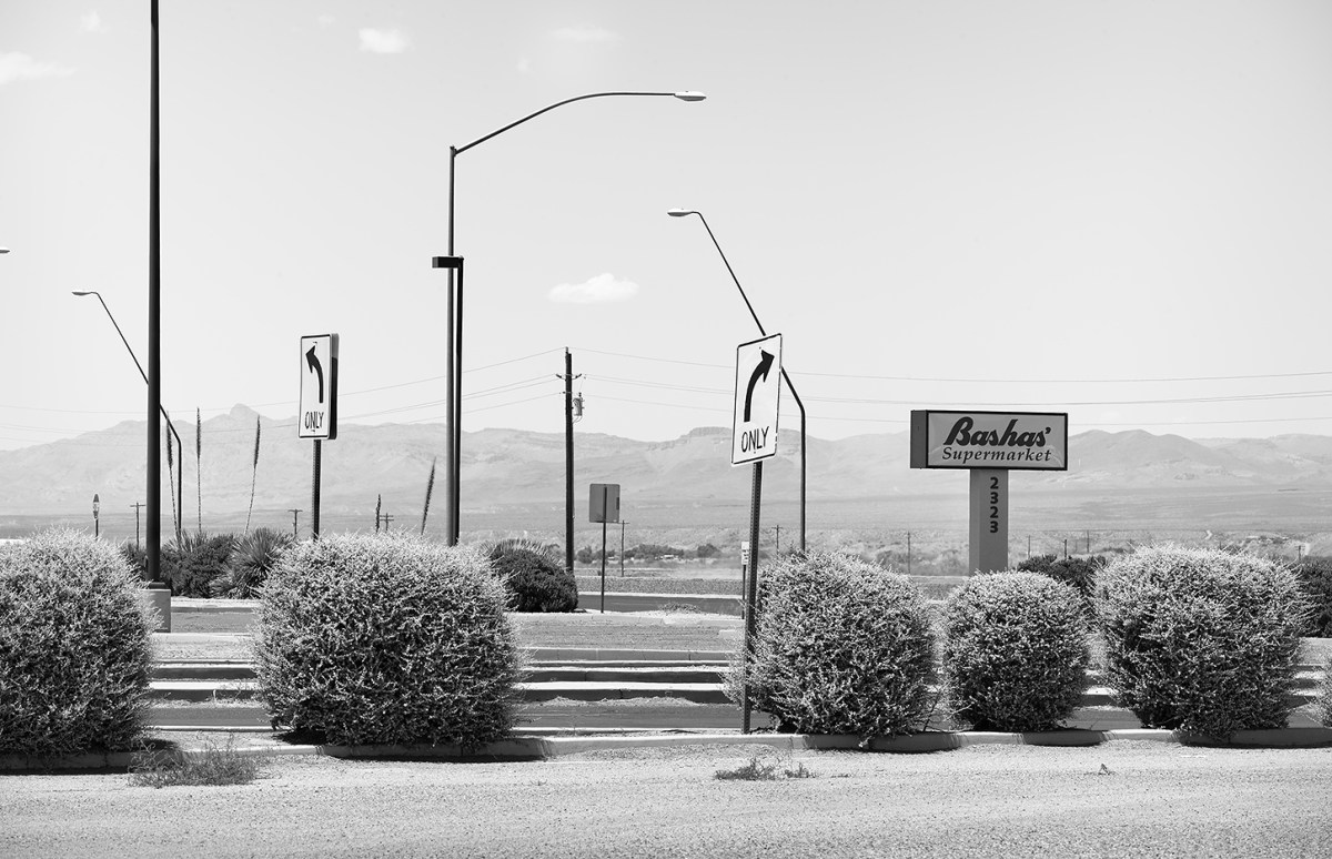 Bashas' access road in Safford, Arizona.