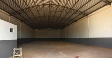 Parte interna do Galpão a venda em Luís Eduardo Magalhães no Bairro Santa Cruz está em excelente localização, próximo ao centro, BR-020 e BR-242 em Luís Eduardo Magalhães