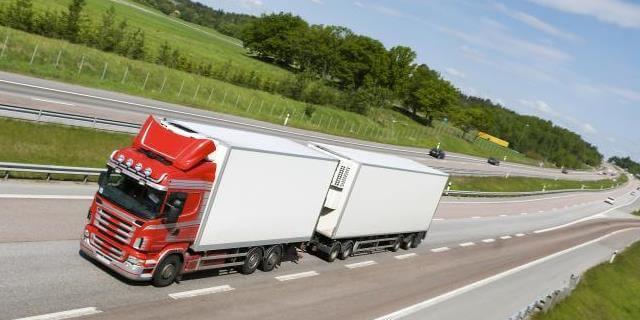 camion de transporte de mercancia internacional utilizando el eCMR