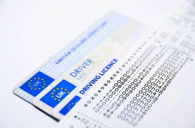 Varios permisos de conducir de la Unión Europea
