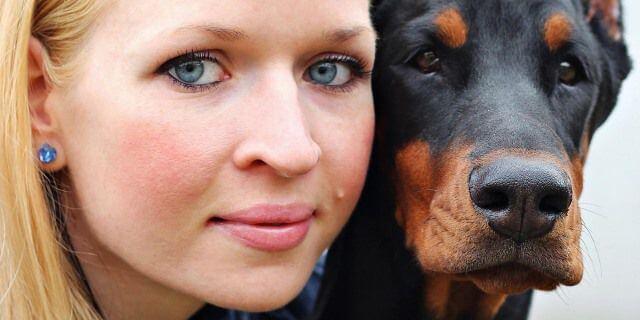 Los traductores caninos estará en el mercado en diez años. Esta dueña podrá entender a su perro sin problema.