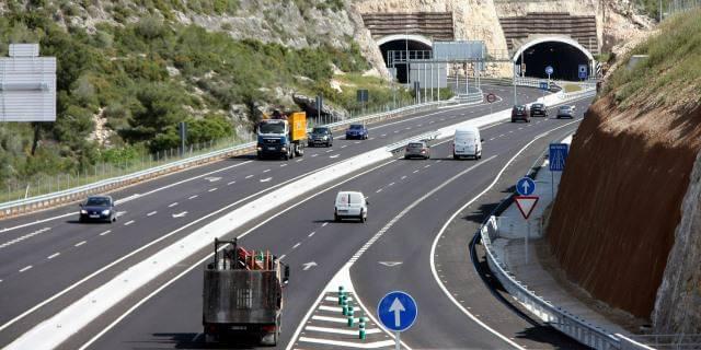 Los camiones deberán pagar peajes obligatorios a partir de enero.
