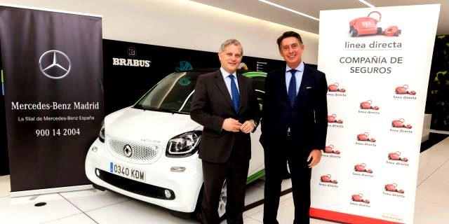 Eduardo García-Oliveros, el Presidente de Mercedes-Benz Madrid, junto a Miguel Ángel Merino, el Consejero Delegado de Línea Directa Aseguradora, durante el anuncio del acuerdo alcanzado entre ambas entidades