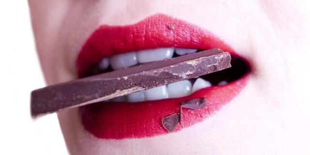 Masticar chocolate con asiduidad puede provocar caries