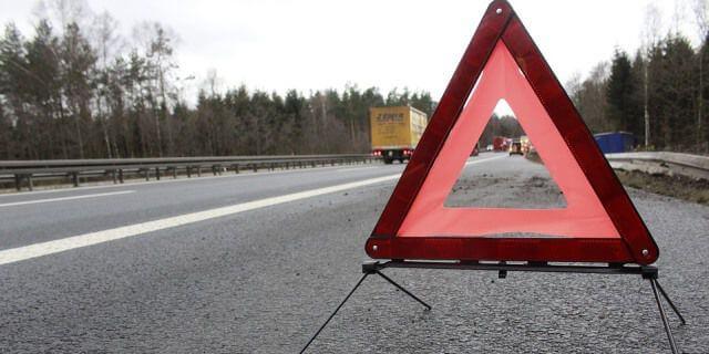 Triángulo de preseñalización de peligro.