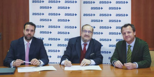 Los responsables de ASISA durante la puesta de largo de VitalTea el seguro de salud para personas autistas impulsado junto a la fundación AUTISMO DIARIO