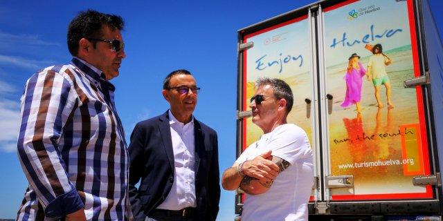 Presentación de los camiones serigradiados para promover el turismo en Huelva (Foto: Diputación Provincial de Huelva).