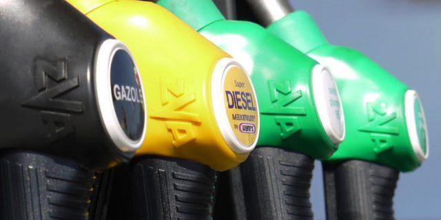 gasolinera con carburante diésel