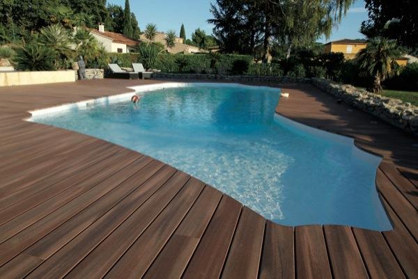 une piscine en bois exotique dans votre