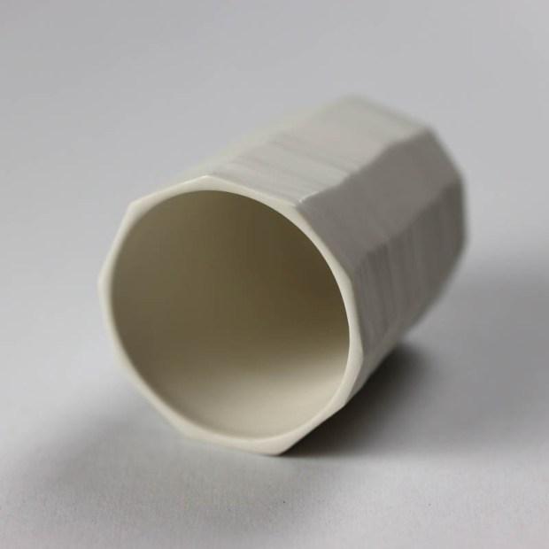 Gobelet G 3   Eric Faure   Gobelet droit   Produit   29,00€   6297   Gobelet tourné et sculpté en porcelaine émaillée   Eric Faure   Terre et Terres   9 octobre 2021
