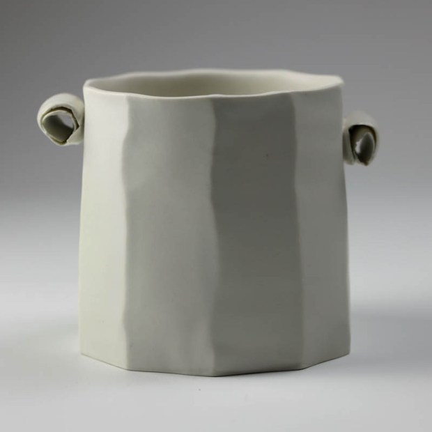 Pot Mozart 1 | Eric Faure | Pot Mozart | Produit | 60,00€ | 6283 | Pot tourné et sculpté en porcelaine émaillée | Eric Faure | Terre et Terres | 17 mai 2021