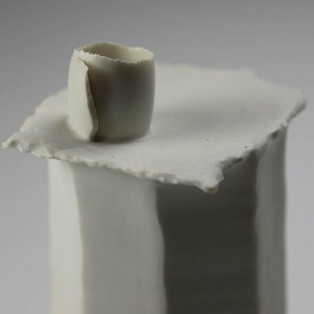 Soliflore Pilo 2 | Eric Faure | Soliflore Pi | Produit | 75,00€ | 6270 | Soliflore tourné et sculpté en porcelaine émaillée | Eric Faure | Terre et Terres | 13 juin 2021
