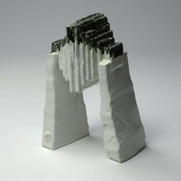 StoneWar 1 1 scaled   Eric Faure   StoneWar 1   Produit   120,00€   7224   Sculpture en porcelaine émaillée   Eric Faure   Terre et Terres   10 décembre 2020