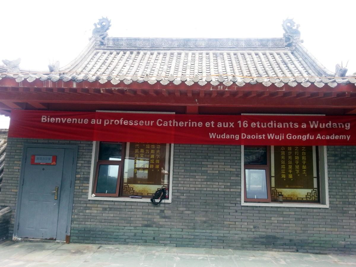 Bannière d'accueil aux élèves de Terre d'Asie au Wudang