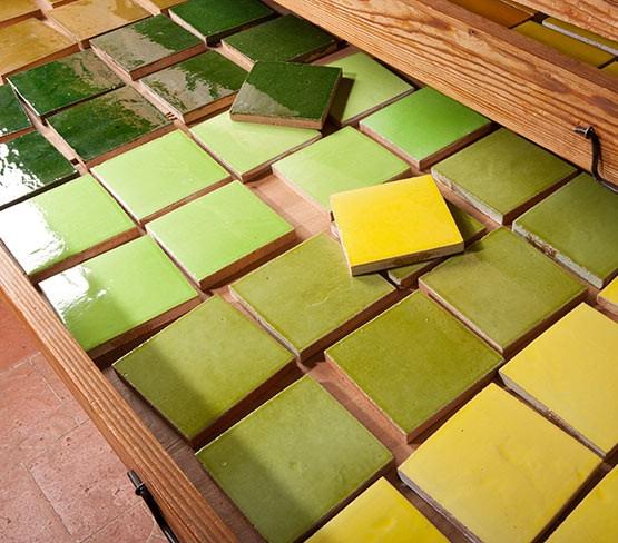 faiences unies du vert clair au vert