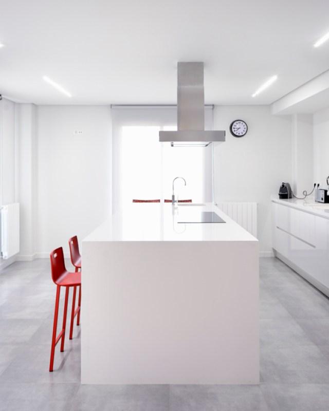 convertir un espacio vacío en vivienda dúplex.cocina