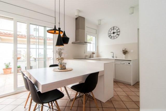diferentes ambientes en un mismo espacio interior. cocina completa