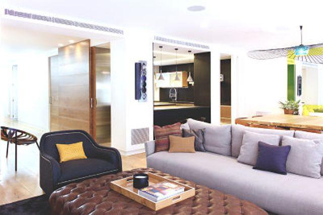 zona de estar en vivienda funcional y acogedora