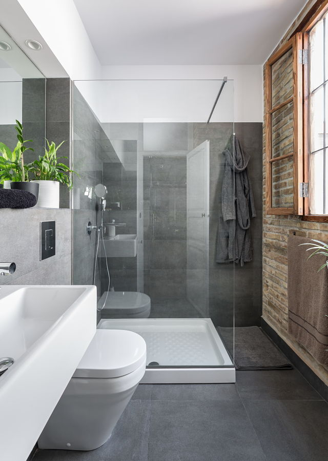 Baño en rehabilitación de una casa